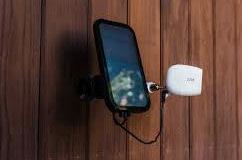 photo du panneau solaire dédiée à augmenter l'autonomie de la caméra de surveillance arlo pro 2 fabriquée par netgear