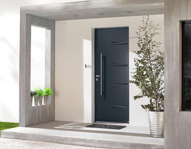 image montrant une porte blindée installée à l'entrée d'une maison